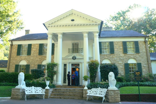 5 Things You Can't Miss on the Graceland Tour in Memphis ...
