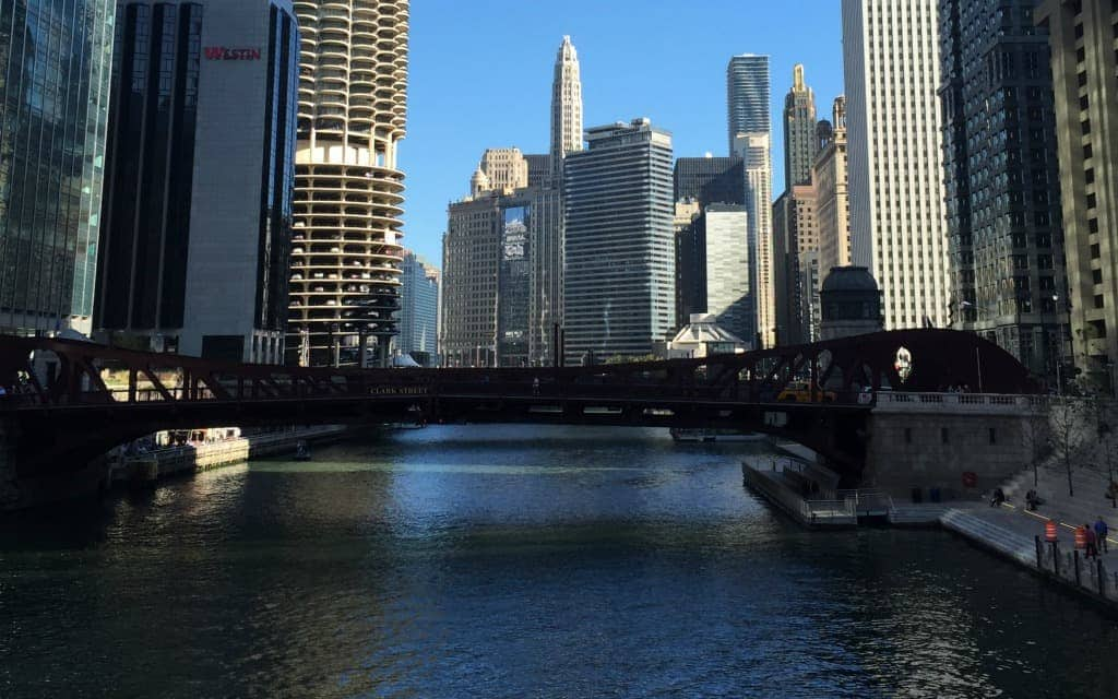 Best-Things-to-Do-in-Chicago-in-the-Summer-Take-A-River-Tour-Travelocity