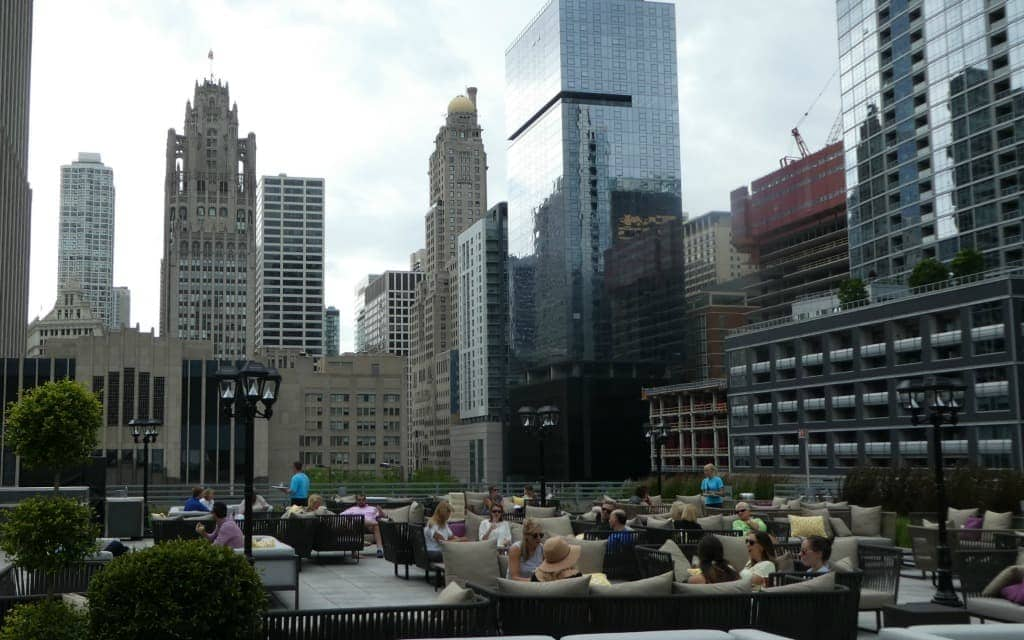 Best-Things-to-Do-in-Chicago-in-the-Summer-Time-Roof-Top-Bar-Travelocity