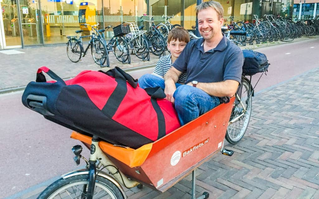 Travel with kids: At the start of our box bike adventure across Amsterdam!