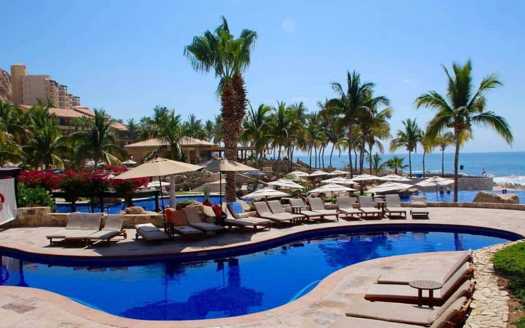 Come along with Dr. Cacinda Maloney of PointsandTravel as she explores Los Cabos, Mexico, and the Grand Fiesta Americana, a golf and spa beachfront resort.