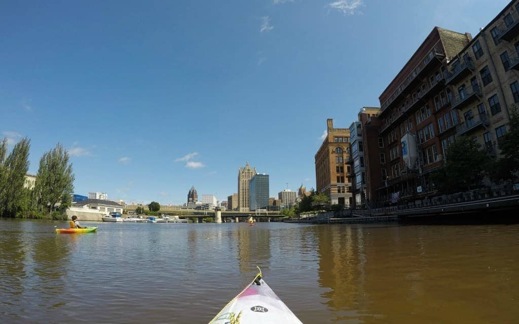 Things-to-Do-in-Milwaukee-Kayak-on-River-Travelocity