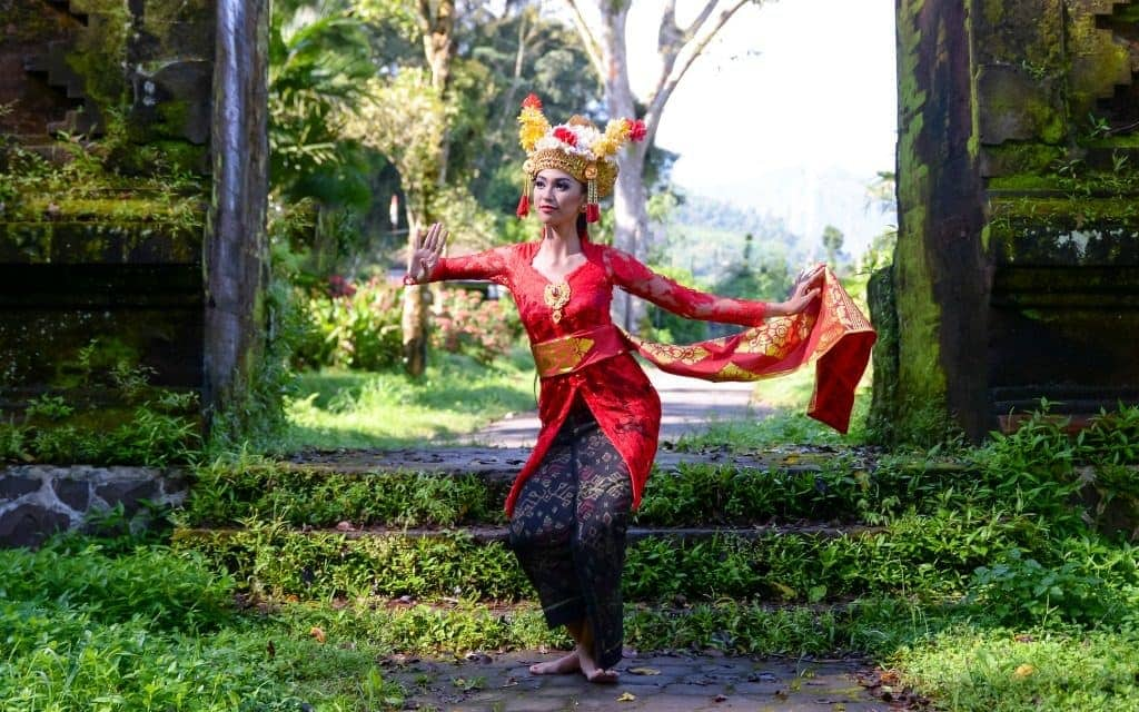 Must do in Bali - Balinese dancer