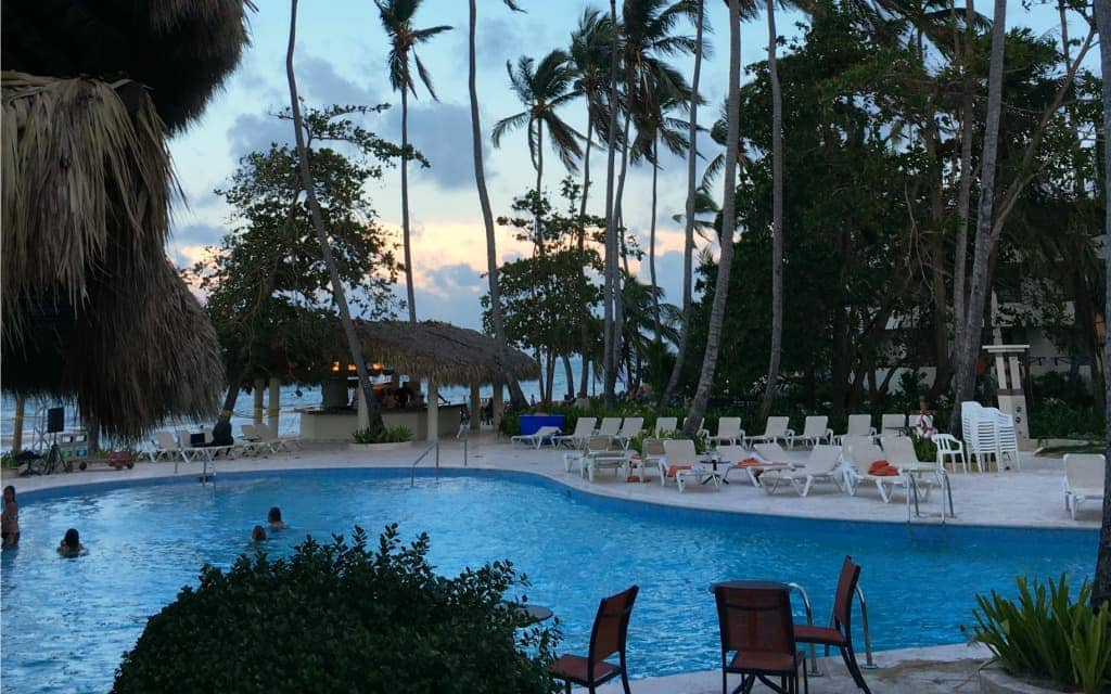Pool with swim up bar - Travelocity.com