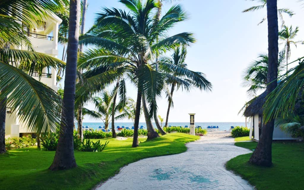 Walking to the ocean from Sunscape Resorts - Travelocity.com