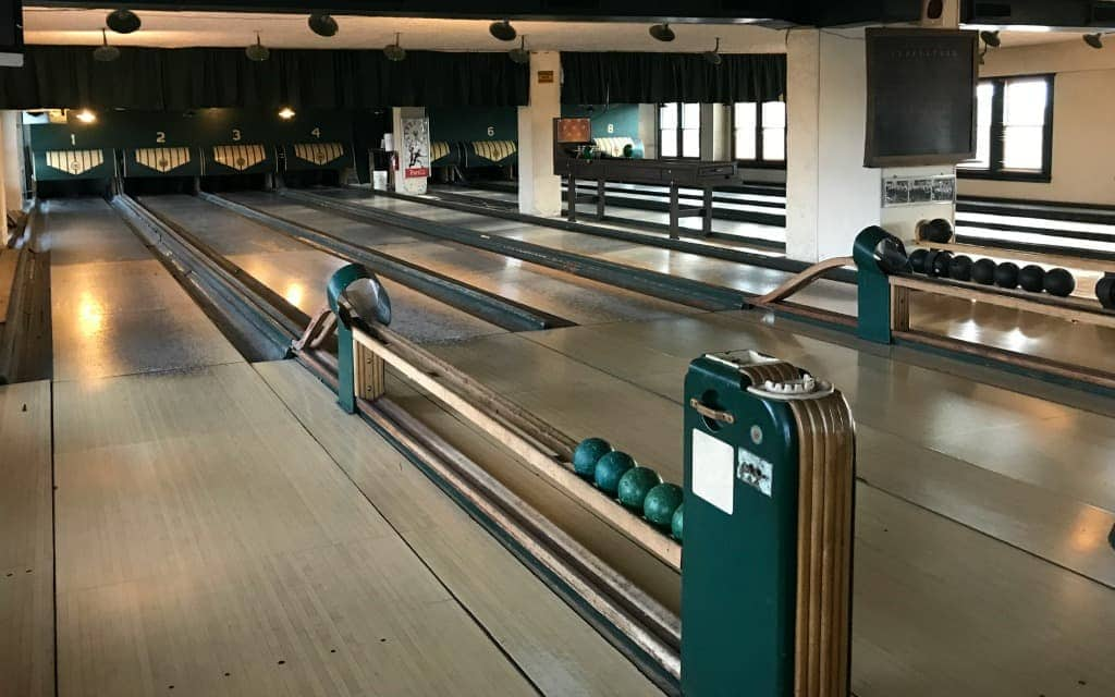 7-Things-Not-to-Miss-in-Indianapolis-Duck-Pin-Bowling-Travelocity
