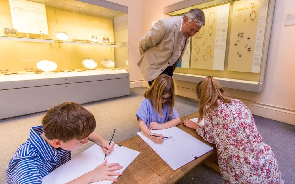 Europe Kid Activities: Sketching with our guide at the British Museum