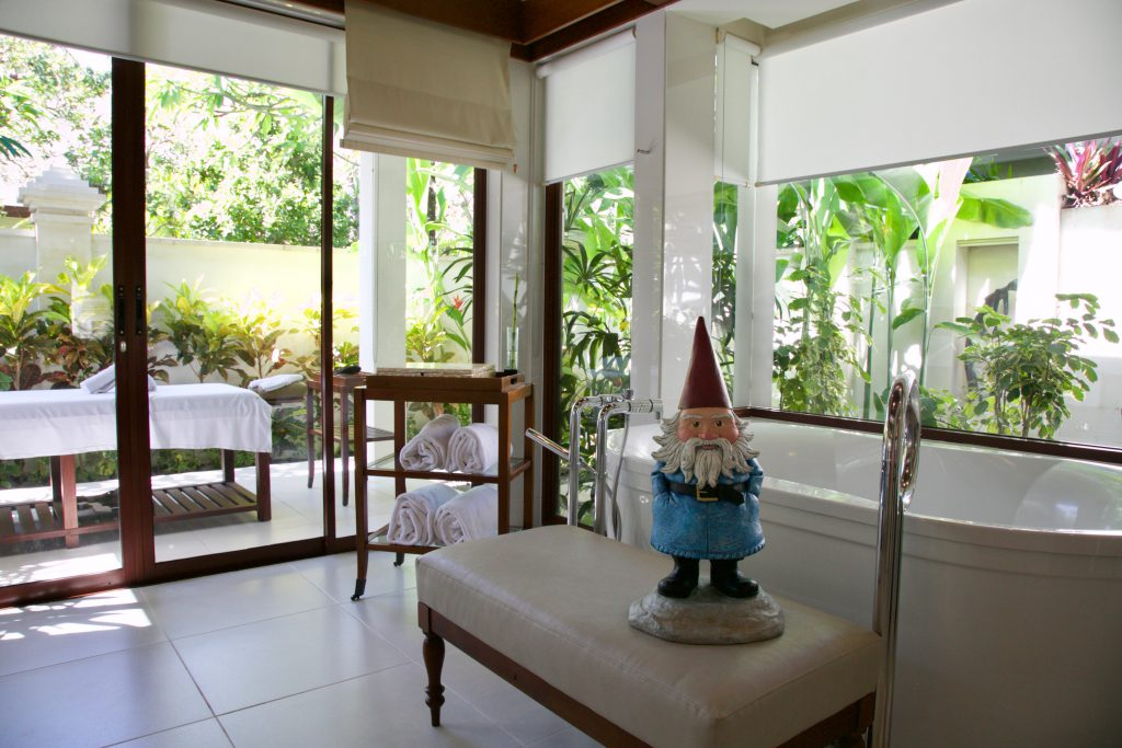 Vacation in Bali: Check out this bathroom in a private villa at The Laguna!