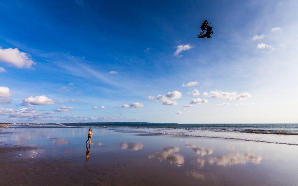 Amazing Bali: Flying a kite in Bali