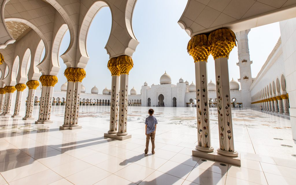 Around the world - At the Sheikh Zayed Grand Mosque in Abu Dhabi