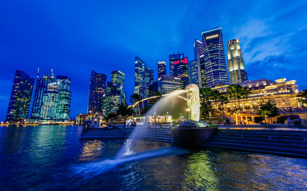 Singapore:The marina and Merlion at night