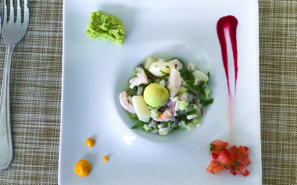 Everyone knows the west coast of Mexico is beautiful, but did you also know Cabo restaurants offer some of the best food in the world? This resort city boasting turquoise seas and white sand beaches is actually agastronomic mecca, with incredibly fresh seafood and creative local ingredients.