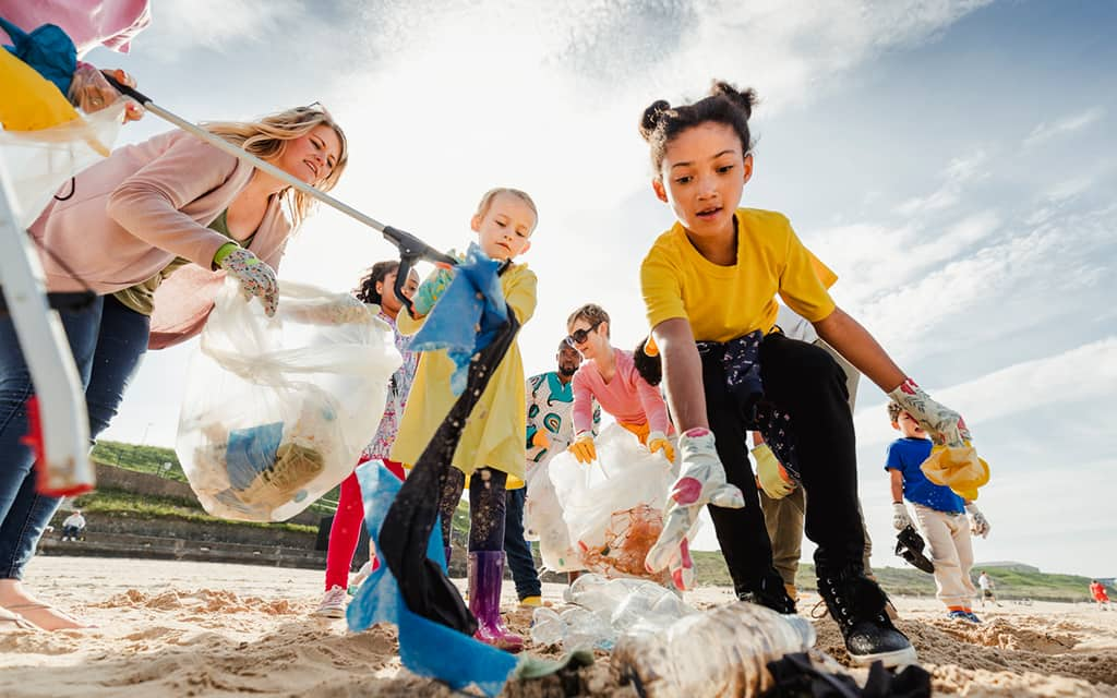 travel for good - beach clean up