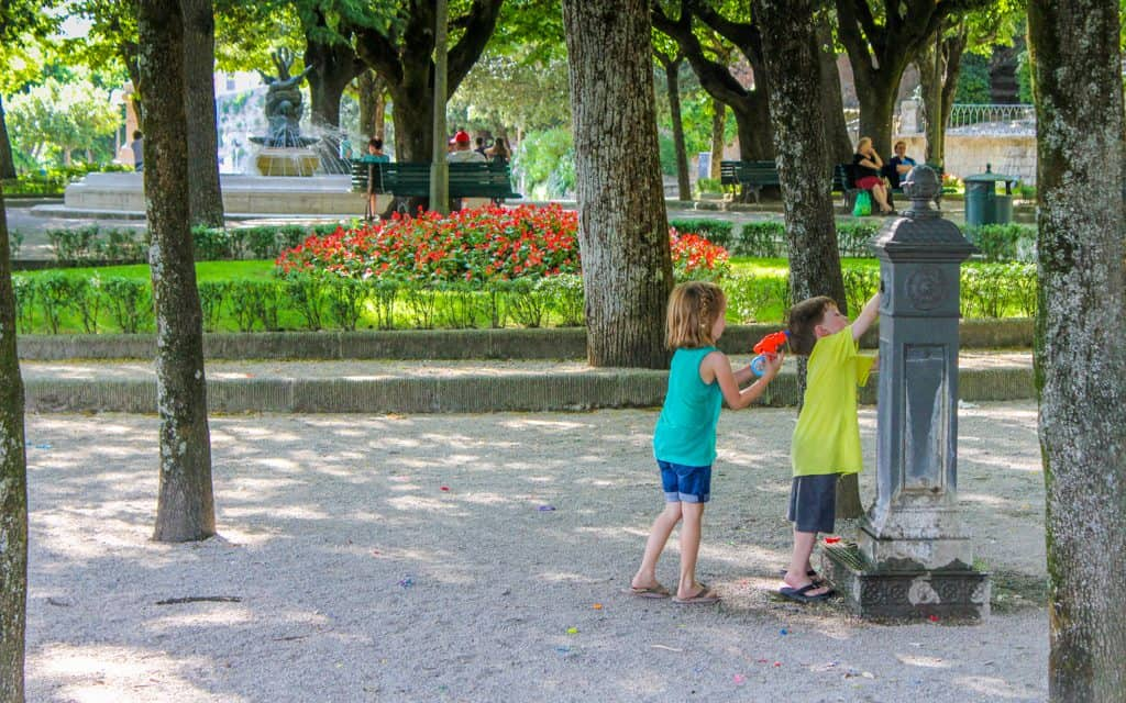 Tips for hot days - Getting water in a perfectly shady park in the middle of Cortona, Italy