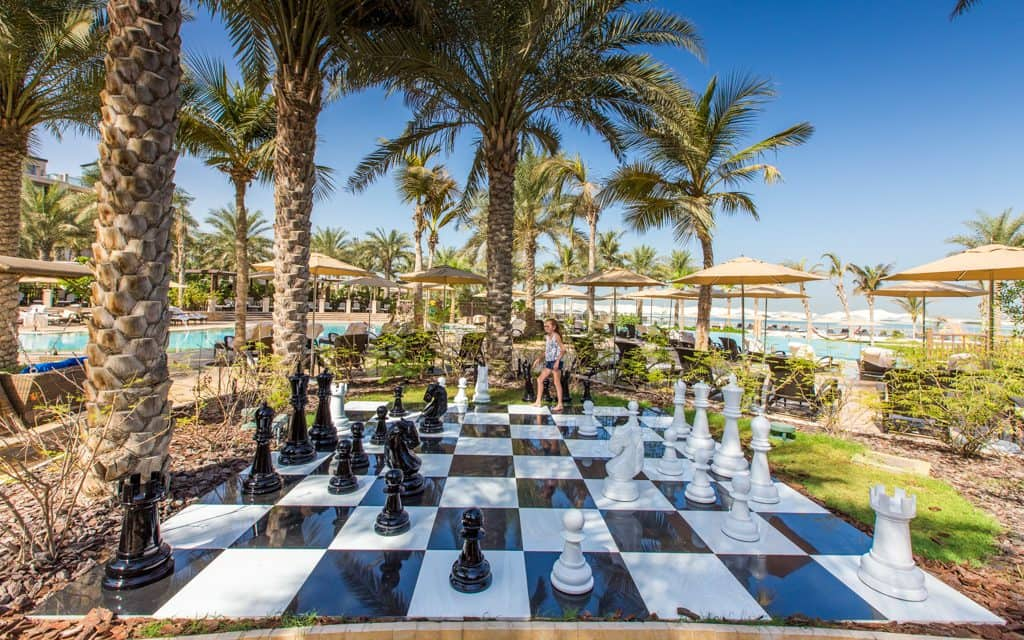 Tips for hot days - Playing chess at the Four Seasons in Dubai early in the morning when it's still relatively cool