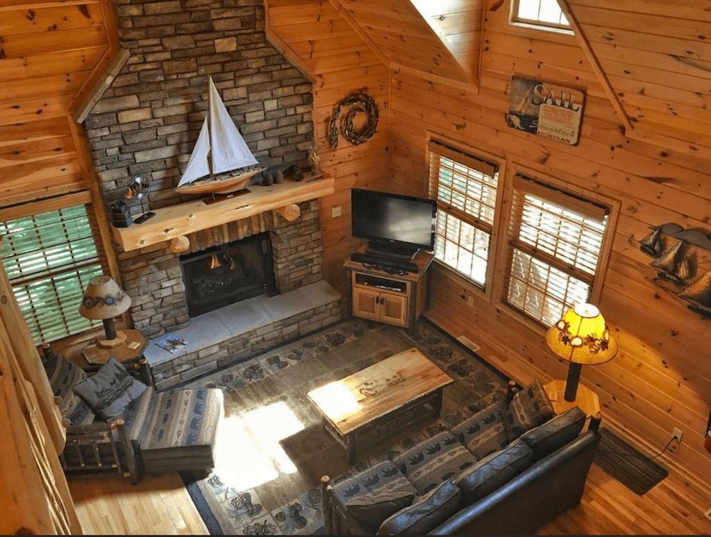 Cedar Creek Lodge in Saugatuck