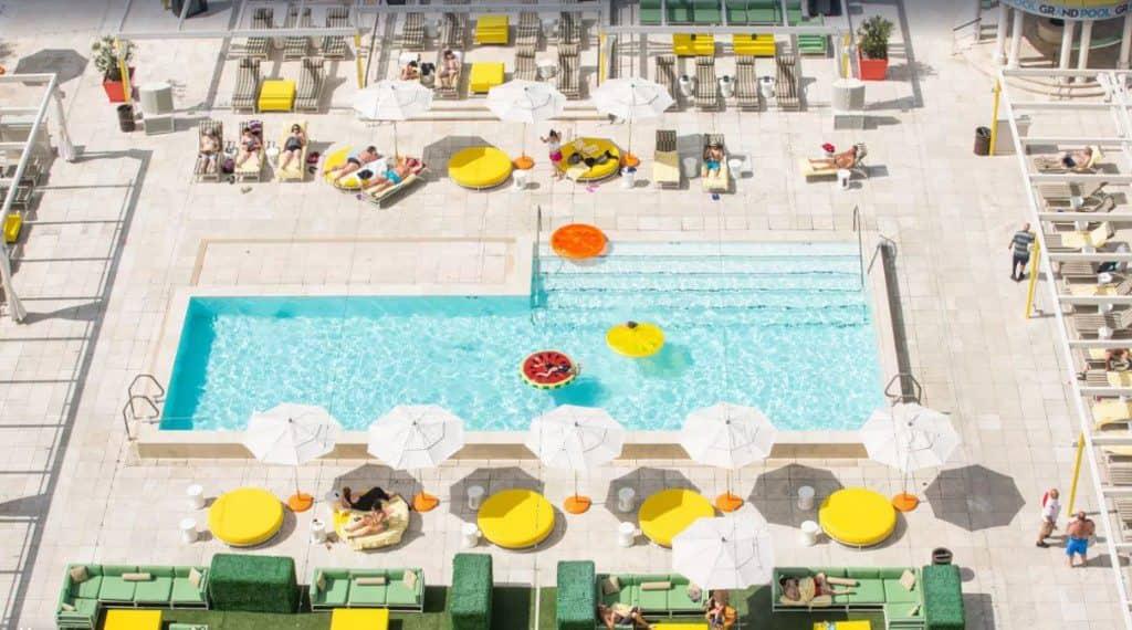 Downtown Grand Las Vegas, rooftop pool