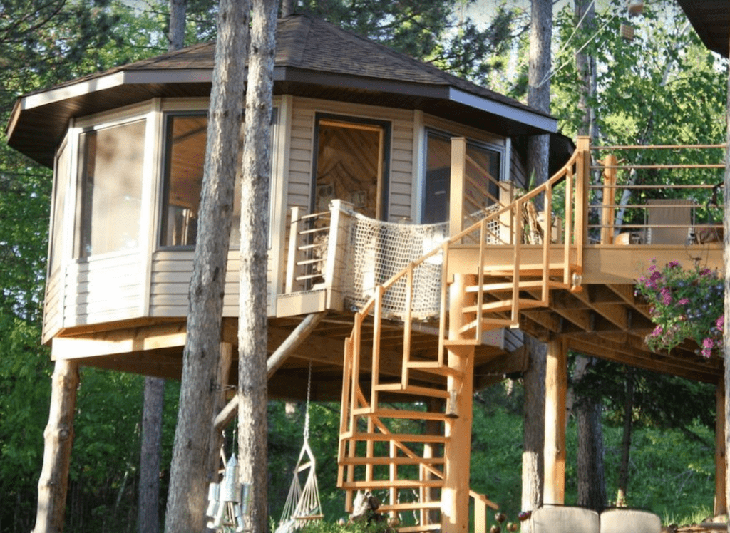 Tree House Glamping on Dixon Lake