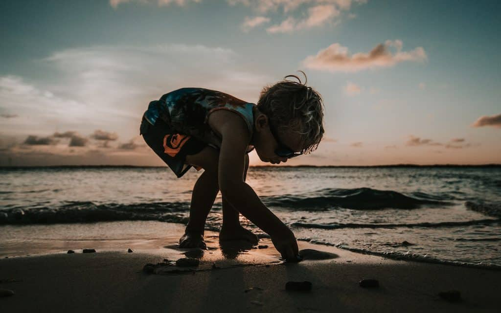 Check out these 6 Easy Ways to Participate in a Beach Clean Up. If we all do our part, we really can make a difference and protect our planet.