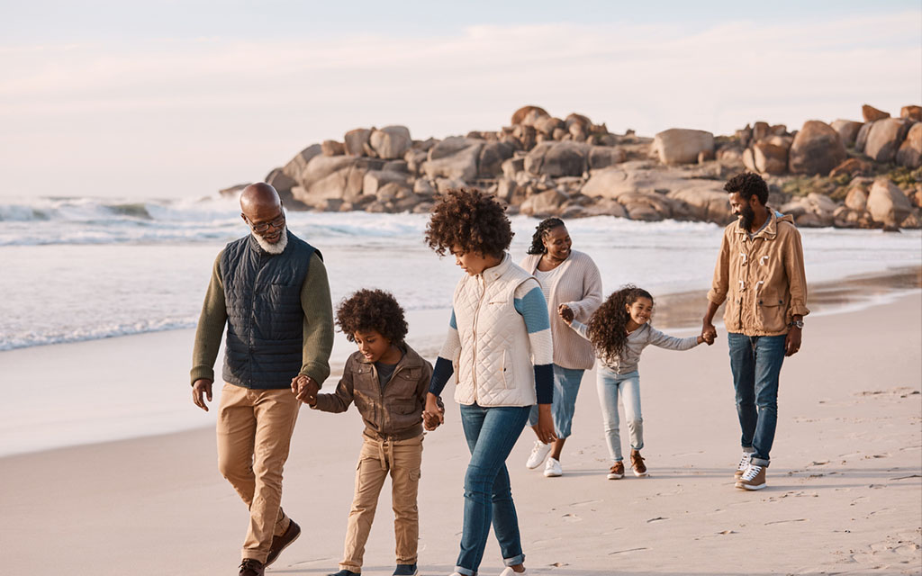 How to successfully travel with another family