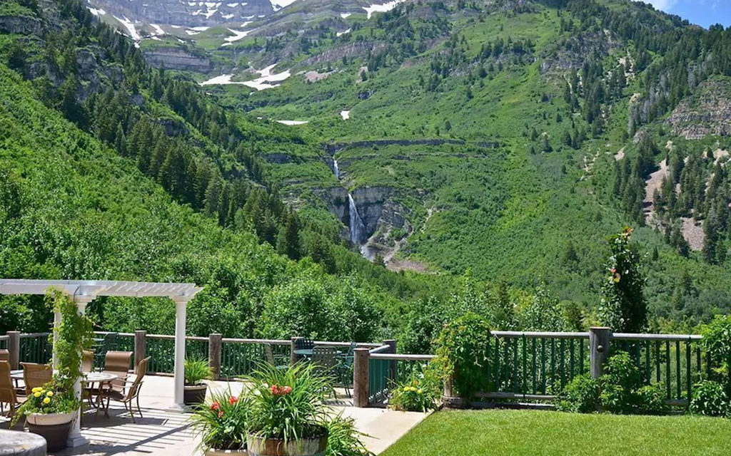 Vacation rentals with beautiful waterfall views