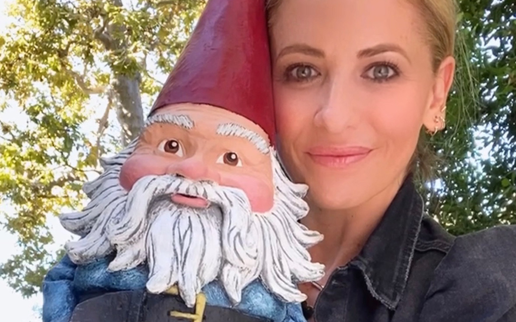 Cook up travel-themed holiday dishes with actor Sarah Michelle Gellar (recipe included)