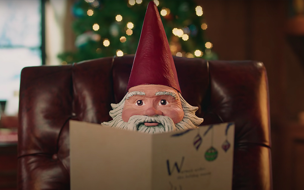 4 season's greetings from the Travelocity Roaming Gnome (VIDEO)