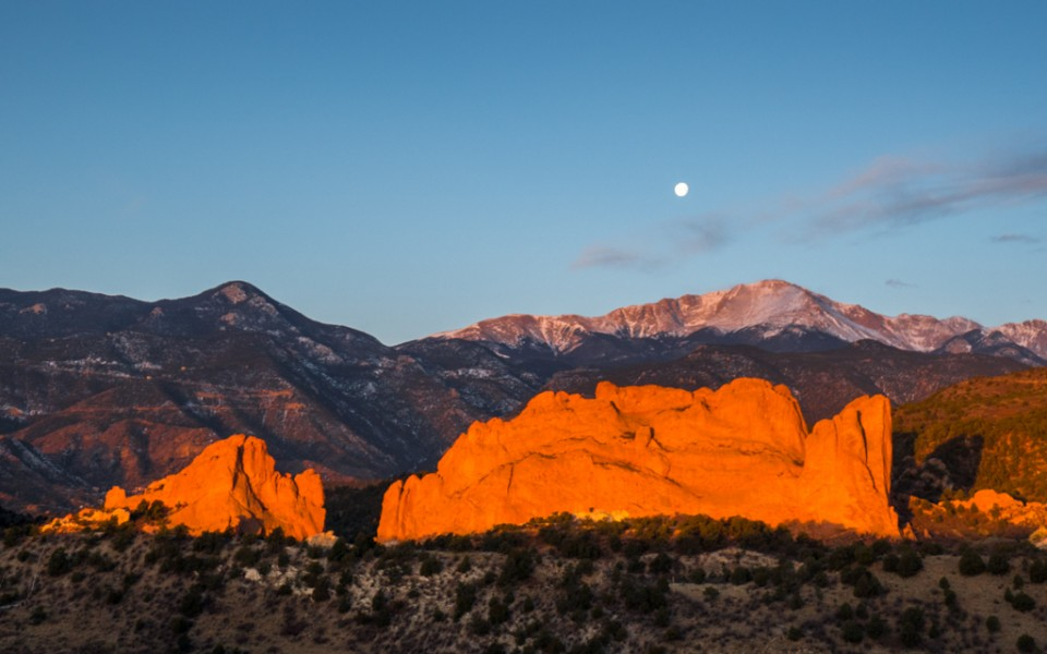Colorado Springs with Kids - The Garden of the Gods at sunrise.