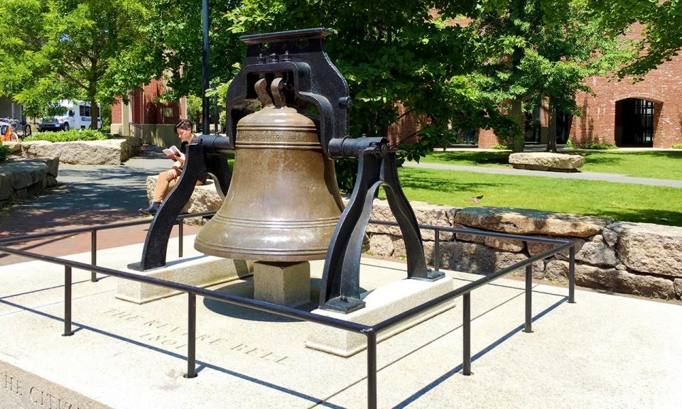 Bell at Salem, MA - livingmividaloca.com